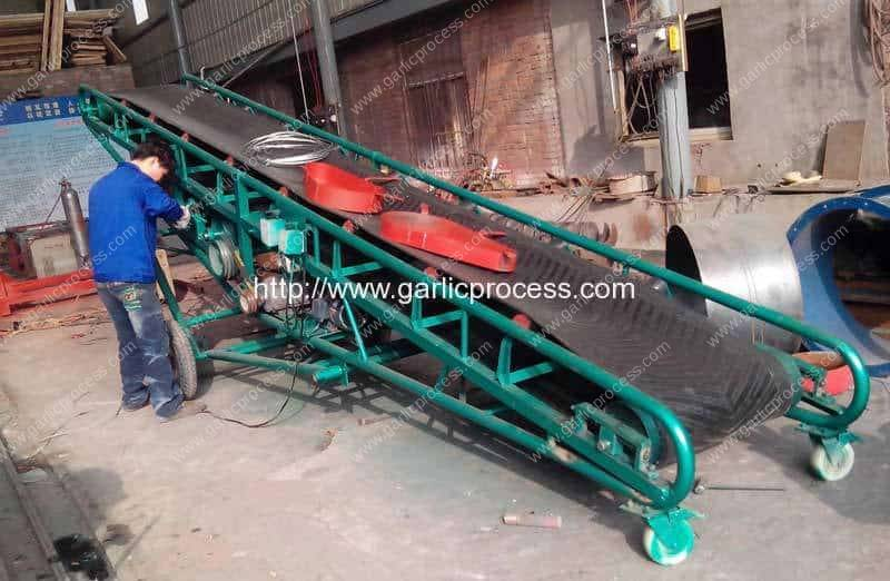 Movable-Packaged-Garlic-Truck-Loading-Lift-Conveyor